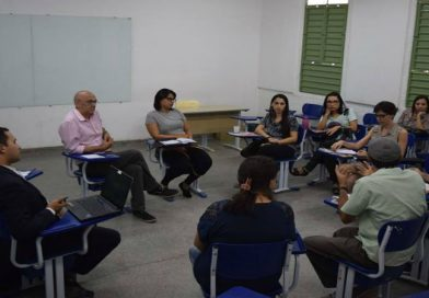 """Campanha """"Oito Campi uma só Luta"""" promove reunião com professores de Patos"""