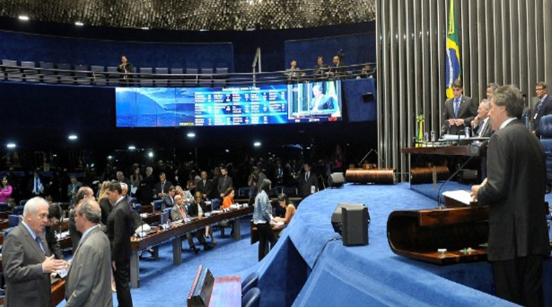 Senado aprova PEC 55/2016 em primeiro turno, com galerias vazias e repressão a manifestantes