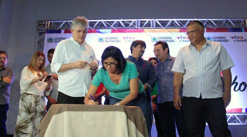 Governo assina acordo que libera progressões dos professores da UEPB