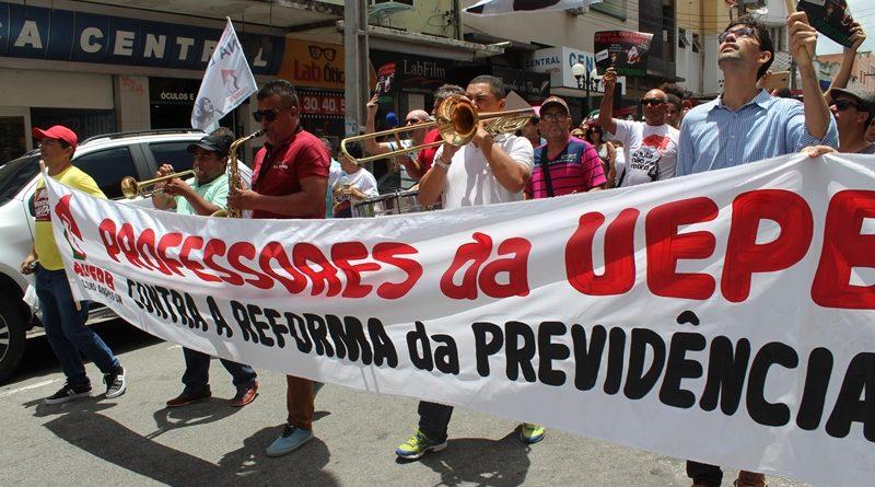 Sindicatos e movimentos sociais promovem protestos nas ruas de Campina contra a reforma da previdência