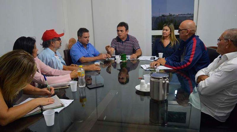 Reitoria mantém medidas restritivas e docentes apontam diálogo entre o Governo e a gestão como saída para crise