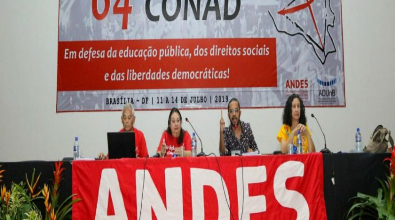 Plenária 1 debate desmonte do estado e as tarefas do movimento sindical