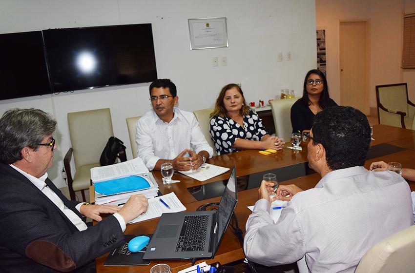 Diretoria da ADUEPB pede audiência a secretário da educação para retomar negociação sobre reposição salarial