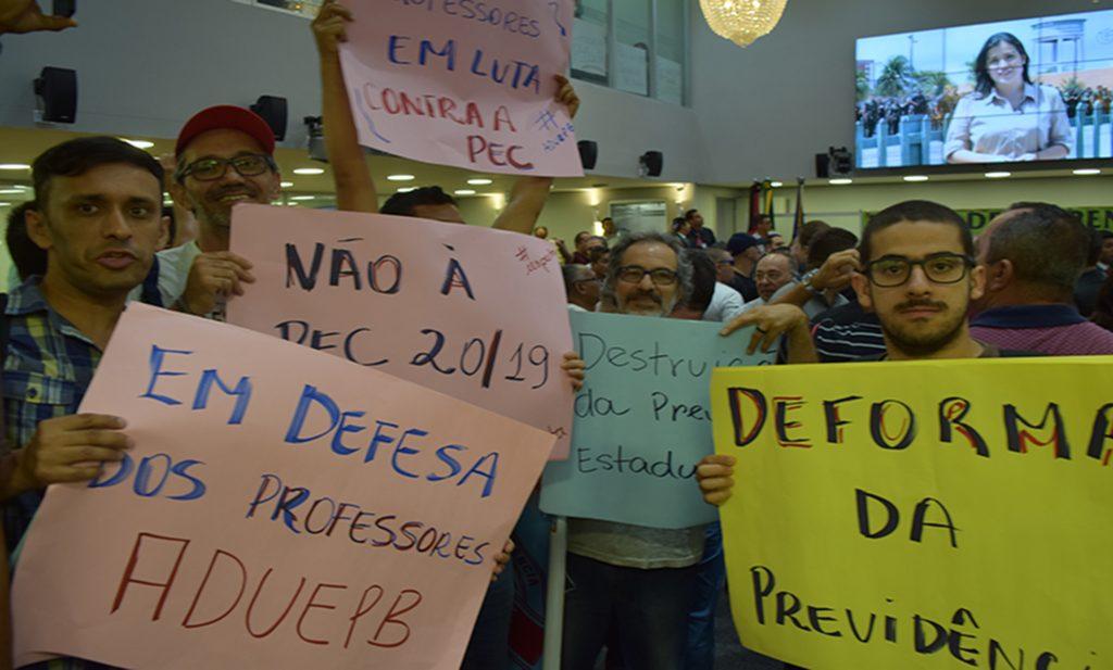 Pressão dos servidores força Assembleia a abrir discussão sobre proposta de reforma da previdência