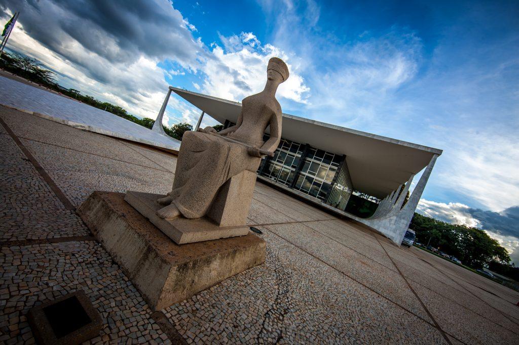 STF conclui julgamento e considera redução salarial de servidor público inconstitucional