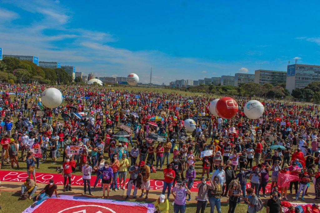 """19J: No dia em que Brasil atinge 500 mil mortos por Covid-19, milhares vão às ruas pelo """"Fora Bolsonaro"""""""